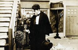 Chaplin sa vracia z flámu