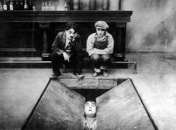 Chaplin vo filmovom ateliéri obrazok