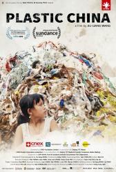 Život na hromadě plastů