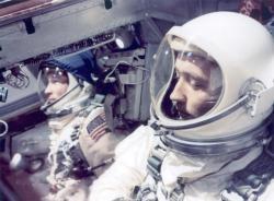 Astronauti obrazok