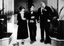 Chaplin na kolieskových korčuliach obrazok