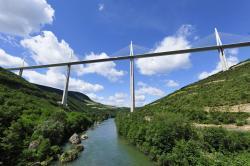 Millau Viadukt- most v oblacích