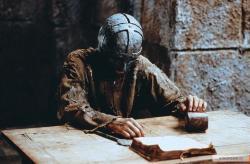 Muž so železnou maskou obrazok