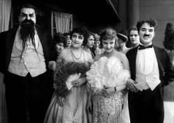 Chaplin trestancom na úteku obrazok